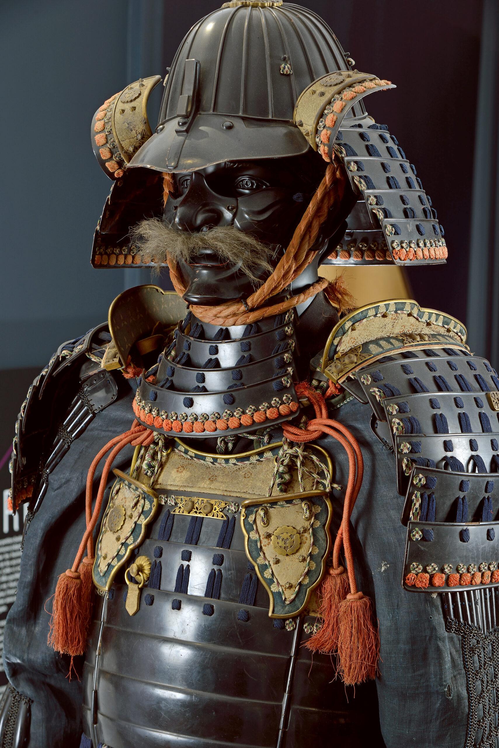 Armure de samouraï, bois laqué, soie, cuir, alliage ferreux et alliage cuivreux, Japon, XIXe siècle