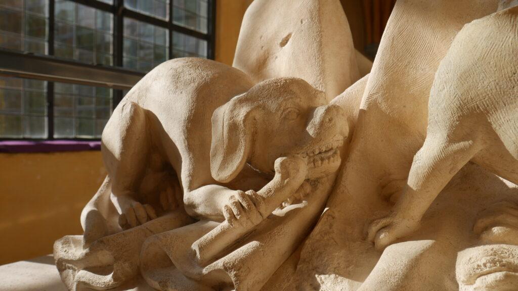 Gisant de Jeanne de Hangest (détail) Pierre calcaire de Tonnerre