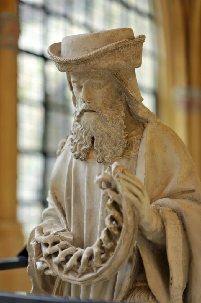 Statue de saint Joseph d'Arimathie , 1506-1510 Pierre calcaire de Tonnerre